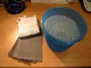 Nassschleifpapier in Körnung 1000, 1500 und 2000, Seifenwasser und Lappen